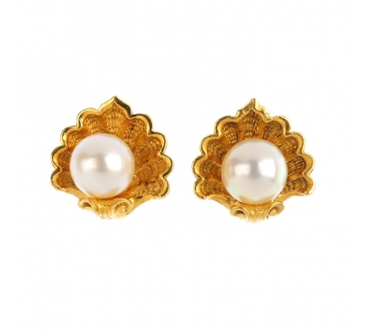 FellowsGARRARD - a pair of 18ct gold cultured pearl earrings