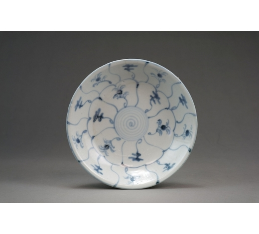 HallsA Chinese blue and white 'shipwreck' dish Tek Sing Cargo, 1822