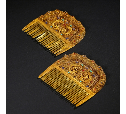New Castle Art & Antique GalleryCHINESE GEM STONE INLAID PURE GOLD COMB