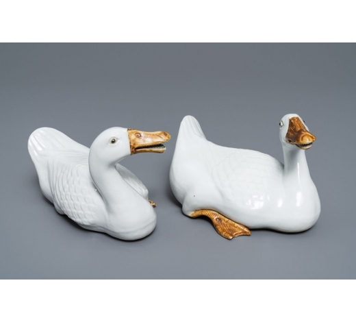 Rob Michiels AuctionsA pair of Chinese blanc de Chine models of geese, Republic, 20th C.