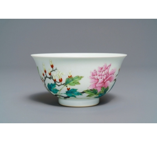 Rob Michiels AuctionsA Chinese famille rose bowl with floral design, Yongzheng mark, 19/20th C.