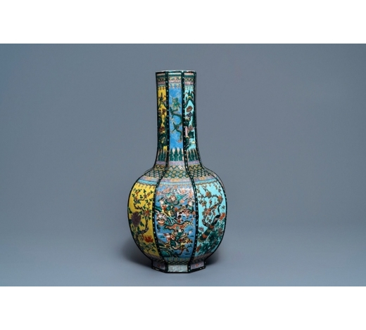 Rob Michiels AuctionsAn octagonal Chinese famille rose bottle vase, 19th C.