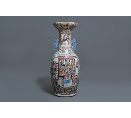 Rob Michiels AuctionsA large Chinese famille rose vase with court scenes, 19th C.