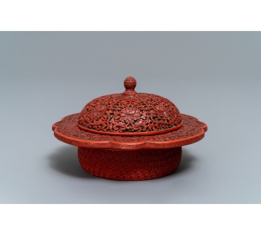 Rob Michiels AuctionsA Chinese cinnabar lacquer box and cover with floral design, 18/19th C.