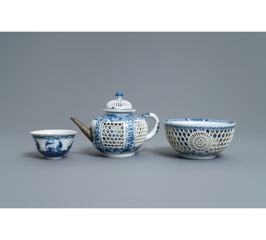 Rob Michiels AuctionsA Chinese blue and white reticulated double-walled teapot and two bowls, Transitional period