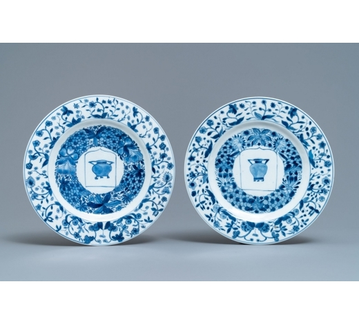 Rob Michiels AuctionsA pair of Chinese blue and white plate with coat of arms of 'Potken', Kangxi