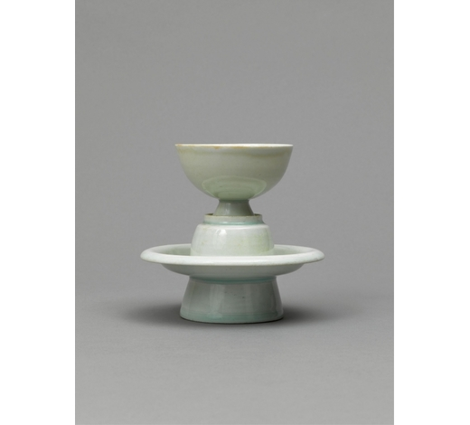 Duton's UK南宋 湖田窑茶盏 A QINGBAI GLAZED CUP AND STANDNORTHERN SONG DYNASTY (960-1127)