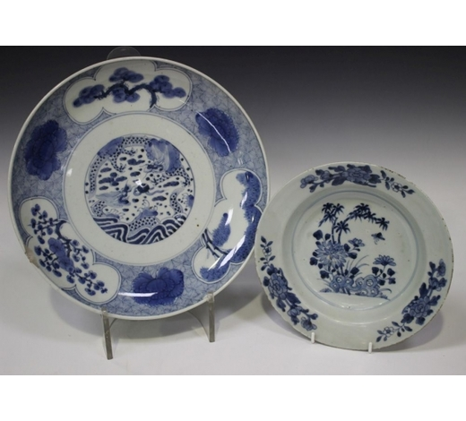 TooveysA Chinese blue and white export porcelain soup plate