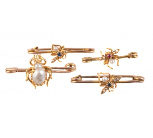 Dreweattsϒ A set of four 19th century insect bar brooches