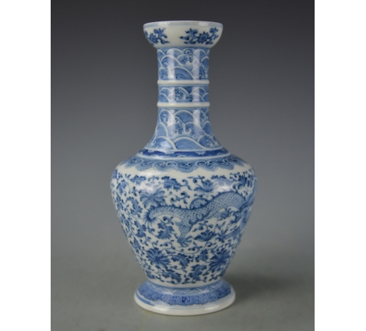 Cloudswood AuctionChinese Blue and White Dragon Vase