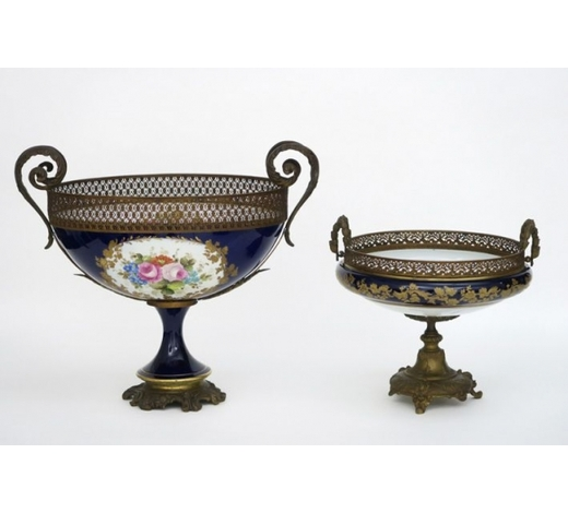 DVCbigger and smaller bowl on stand in porcelain with mountings in bronze
