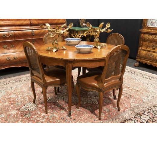 DVCnice old French Louis XV-style set in cherrywood made in Orléans : 6 chairs and a round  extendable table