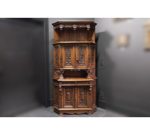 DVC19th Cent. corner cabinet with quite special model in walnut (and oak) and with finely sculpted ornamentation - signed G. Rey