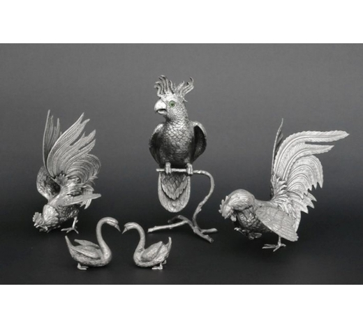 DVCseveral sculptures in silverplated metal