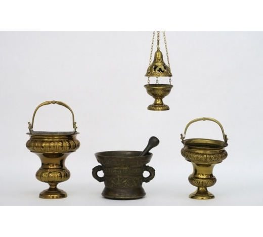 DVCseveral antique or old items in brass