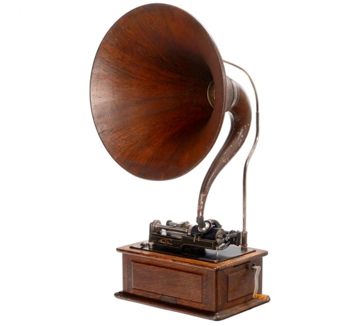 Auction Team BrekerEdison Triumph Phonograph with Music Master Horn, c. 1905