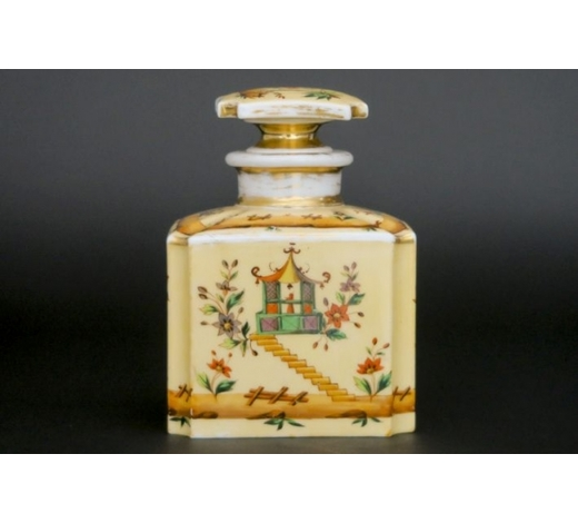 DVCantique perfumebottle in porcelain from Paris