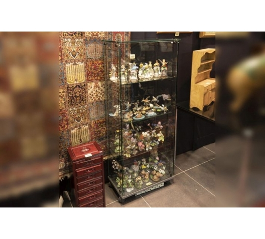 DVCdesign display cabinet in glass and metal