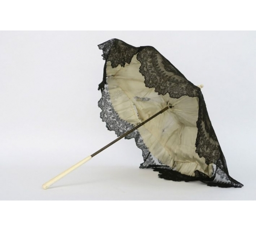 DVCantique child's or doll's umbrella in lace and bone
