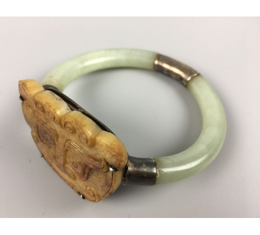 Empire Auction HouseA JADE STONE SILVER CONNECT BANGLE