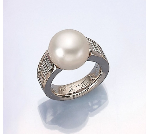 Henry'sWEMPE platinum ring with cultured south seas pearl and diamonds