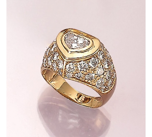 Henry's18 kt gold ring with diamond and brilliants
