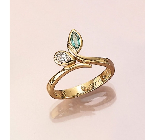 Henry's18 kt gold ring with emerald and diamonds