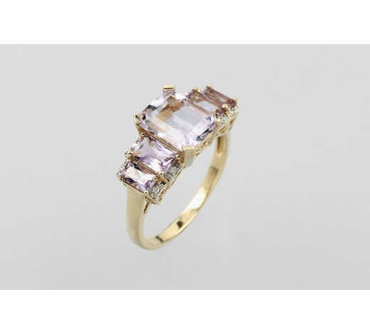 Henry's14 kt gold ring with amethyst and diamonds