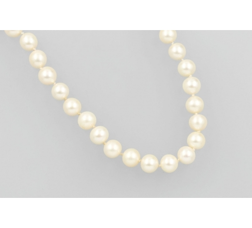 Henry'sNecklace with cultured akoya pearls and diamonds
