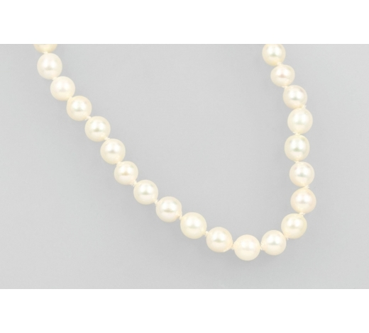 Henry'sEndless necklace made of cultured akoya pearls