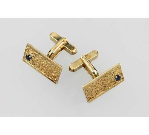 Henry'sPair of 14 kt gold cuff links with sapphires