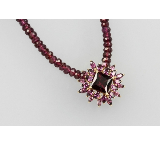 Henry's14 kt gold clippendant with garnets