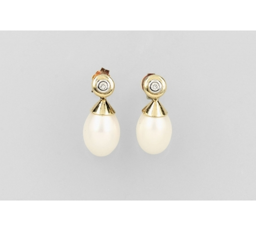 Henry'sPair of 14 kt gold earrings with brilliants and cultured pearls