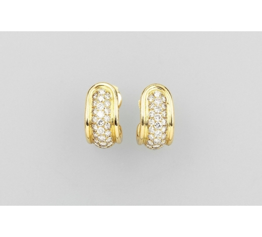 Henry'sPair of 18 kt gold earrings with brilliants