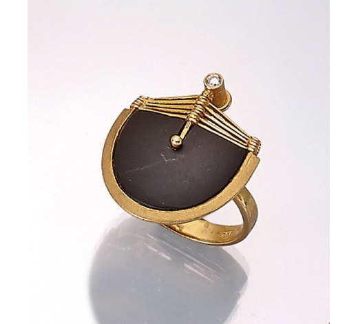 Henry's14 kt gold ring with onyx and diamond