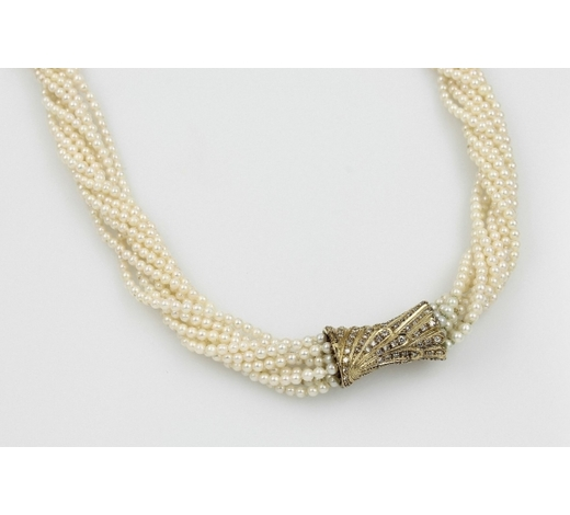 Henry's9-row pearl necklace with brilliants