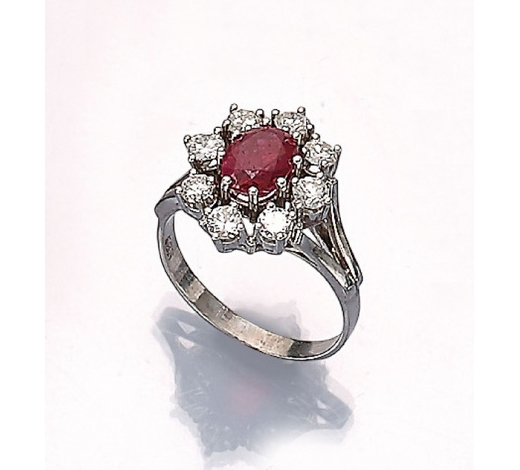 Henry's14 kt gold ring with ruby and brilliants