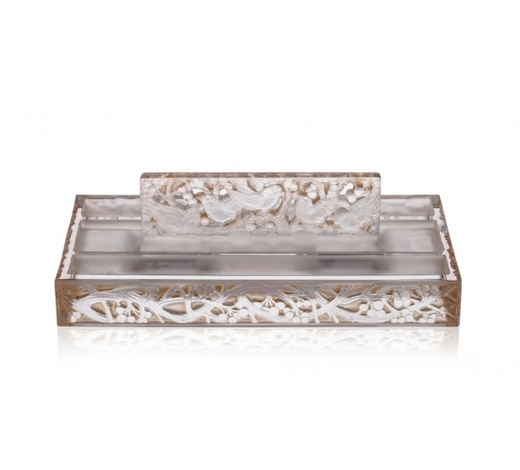 Piguet - Hôtel des VentesEncrier en verre blanc moulé-pressé et couleur signé R. Lalique France. Modèle Mirabeau, long. 26,5 cm