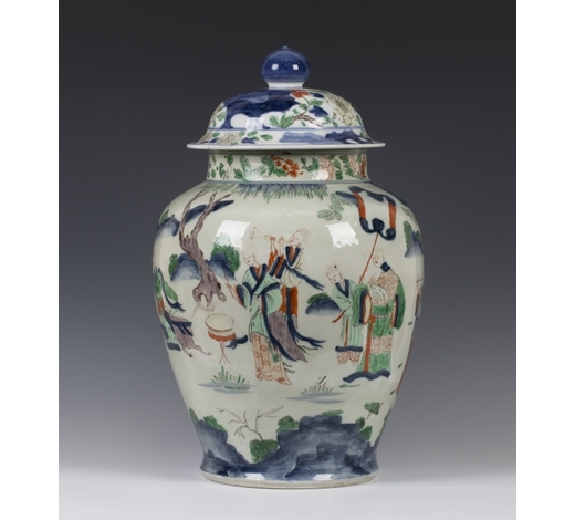 TooveysA large Chinese wucai porcelain jar and cover