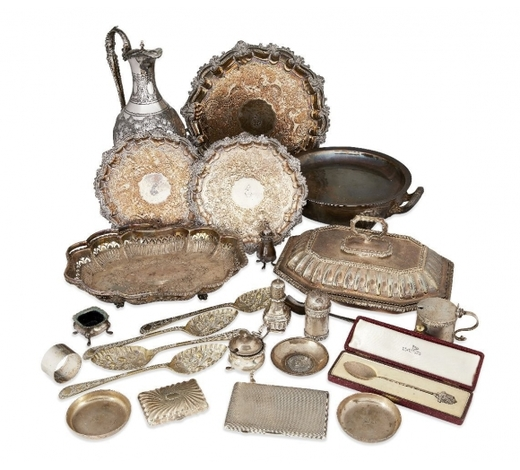 RoseberysA collection of small silver items