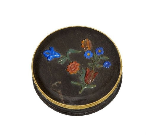 RoseberysAn agate and hardstone snuff-box