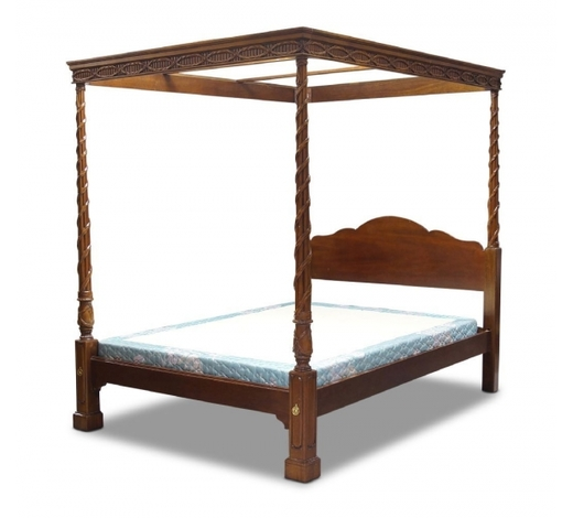 RoseberysAn American four poster mahogany queen size bed