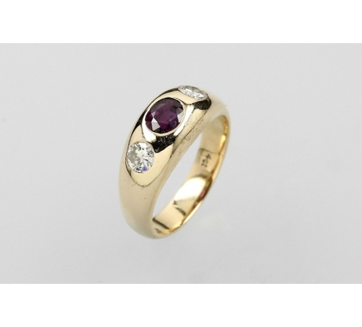 Henry's14 kt gold bandring with ruby and brilliants
