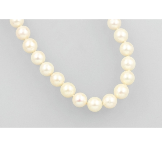 Henry'sLong cultured akoya pearls