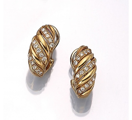 Henry'sPair of 18 kt gold semi hoop earrings with brilliants