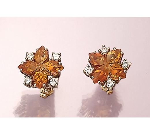 Henry'sPair of 14 kt gold earrings with citrines and brilliants