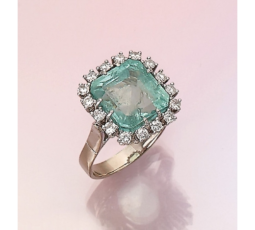 Henry's14 kt gold ring with emerald and diamonds