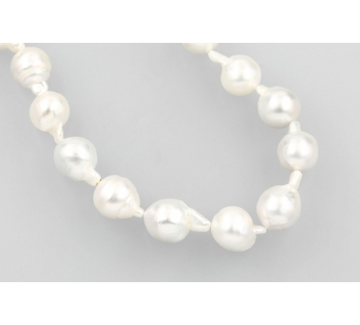 Henry'sStrand made of cultured south seas pearls