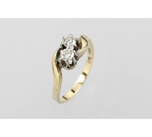 Henry's14 kt gold ring with diamonds