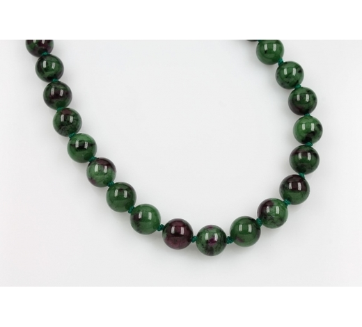 Henry'sNecklace made of nephrite and ruby
